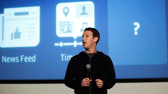 Facebook-günder Mark Zuckerberg har blitt milliardær på at andre deler stadig mer om seg selv med hans selskap.