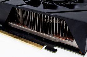 Det er lagt en god del kobber i kjøleren til Asus GeForce GTX 670 DirectCU Mini.