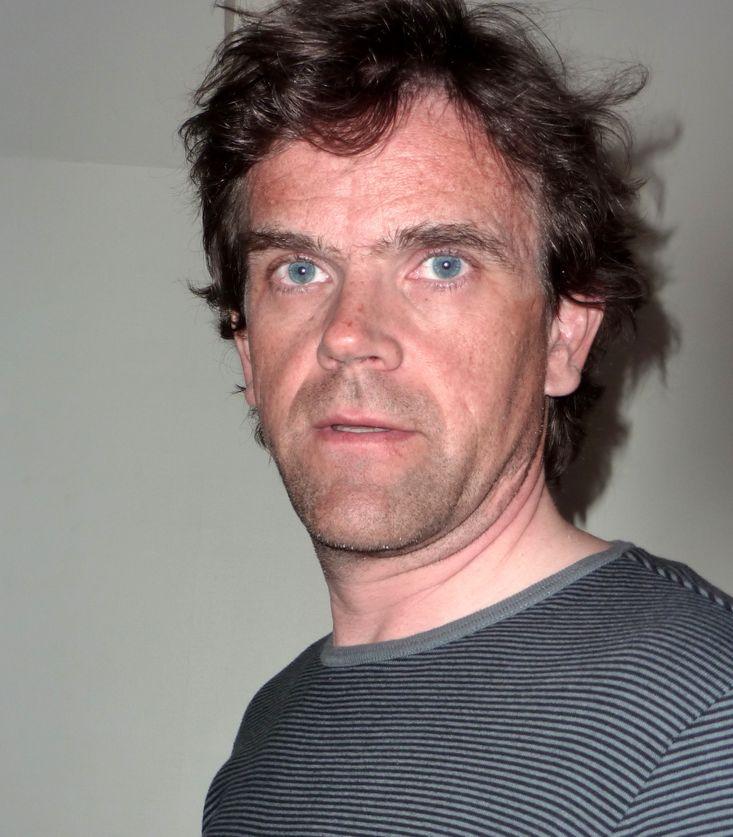 Arne Søiland har arbeidet i Post- og teletilsynet, som IT- og    telejournalist i Computerworld og som PR-rådgiver for flere større IT-    og teleselskaper. Han er i dag ansatt som kommunikasjonsrådgiver i    Norges vassdrag- og energidirektorat (NVE).