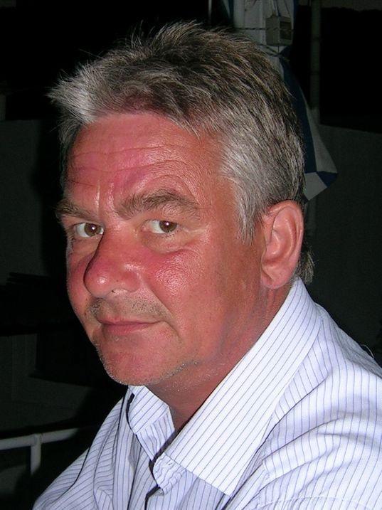Peter Normann Waage er frilansjournalist, forfatter og oversetter.