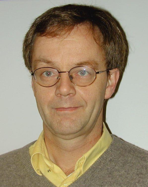Hans Jarle Kind er professor ved Norges Handelshøyskole, med spesialisering innen tele- og medieøkonomi.