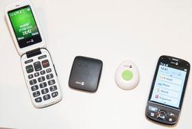 De to mobiltelefonene som inngår i systemet. Til høyre er Doro Secure 740, med Android.