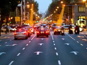 Til og med gatelys kan i teorien brukes for å gi biler og passasjerer trådløs dataoverføring.