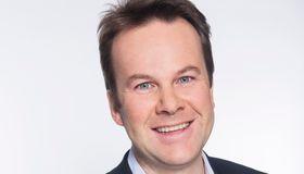 KOmmunikasjonssjef Henning Lunde i Tele2 er lite begeistret for Telenors metoder for å vinne tilbake kunder som vil skifte operatør.