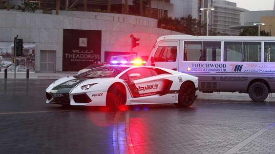 EKSTRAGAVANSE: Du vil kanskje ikke ha noe imot å bli arrestert om du blir plassert i en Lamborghini Aventador?