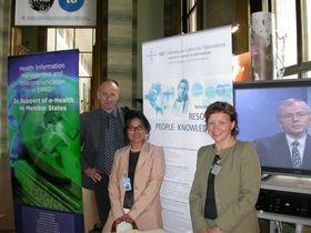 Steinar Pedersen møter WHO-representant Irma Velasquez fra hovedkvarteret i Geneve. Steffen Groth er med på videokonferanse.