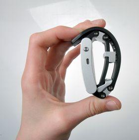Standardutgaven av I'm Watch er laget i aluminium, med rem i gummi.