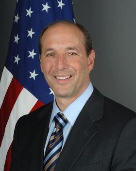 Ambassadør Jeffrey L. Bleich mener nedlastning av Game of Thrones er ugreit.