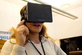 Vår dyktige resepsjonist lot seg også imponere av realismen i Oculus Rift. .