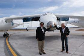 Tidligere New Mexico-guvernør Bill Richardson og Richard Branson ved nesetippen til SS2 i 2010.