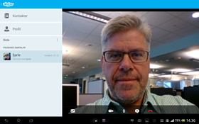 Du kan føre Skype-samtaler med lyd, tekst og bilde.
