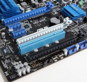 PCI Express dominerer blant ekspansjonssporene på nyere hovedkort. Her representert av PCIe x1 og x16.