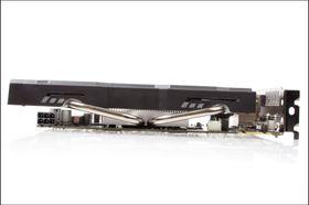 Fete kjølerør stikker ut til sidene på Asus' GTX 650Ti BOOST.