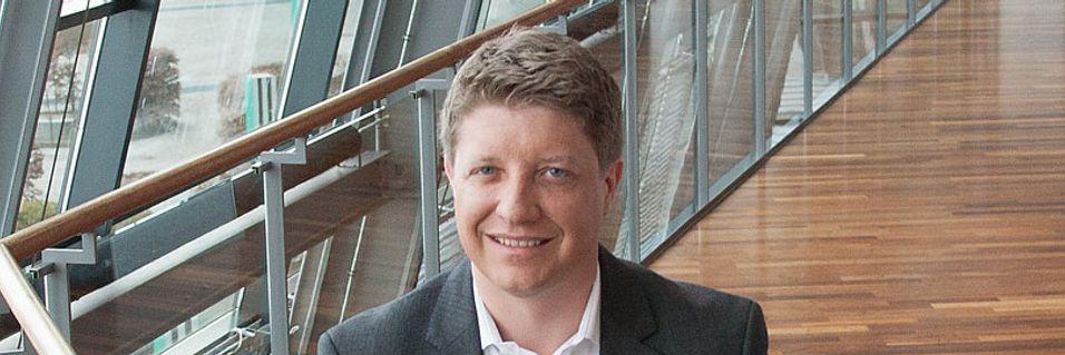 Teknisk direktør Frode Støldal i Telenor Norge er storfornøyd med å kunne fortelle at selskapet nå har tatt i bruk 800 MHz-frekvensene.