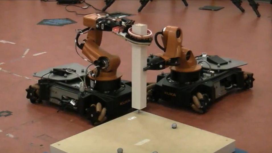 IkeaBot er navnet på denne robotduoen som gjør jobben du ikke gidder.