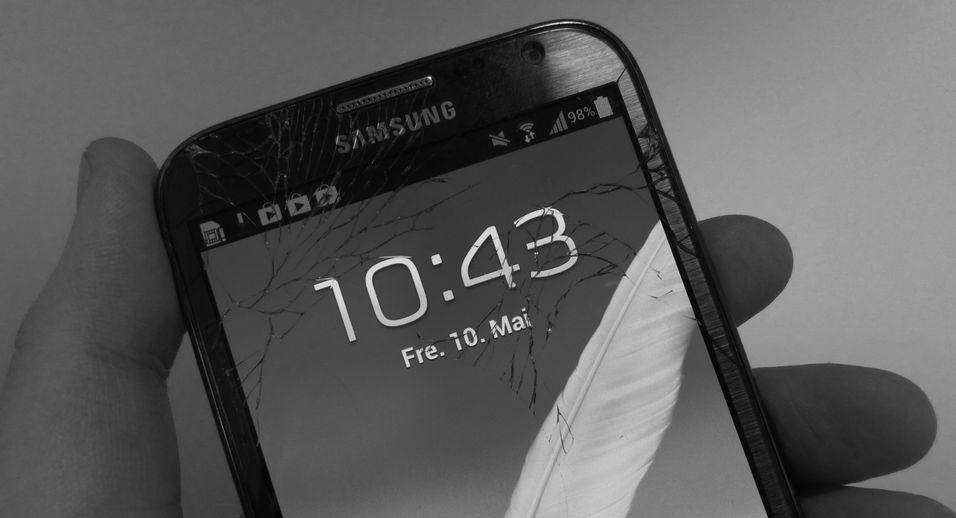 ANBEFALING: Hva gjør du når mobilskjermen har knust?