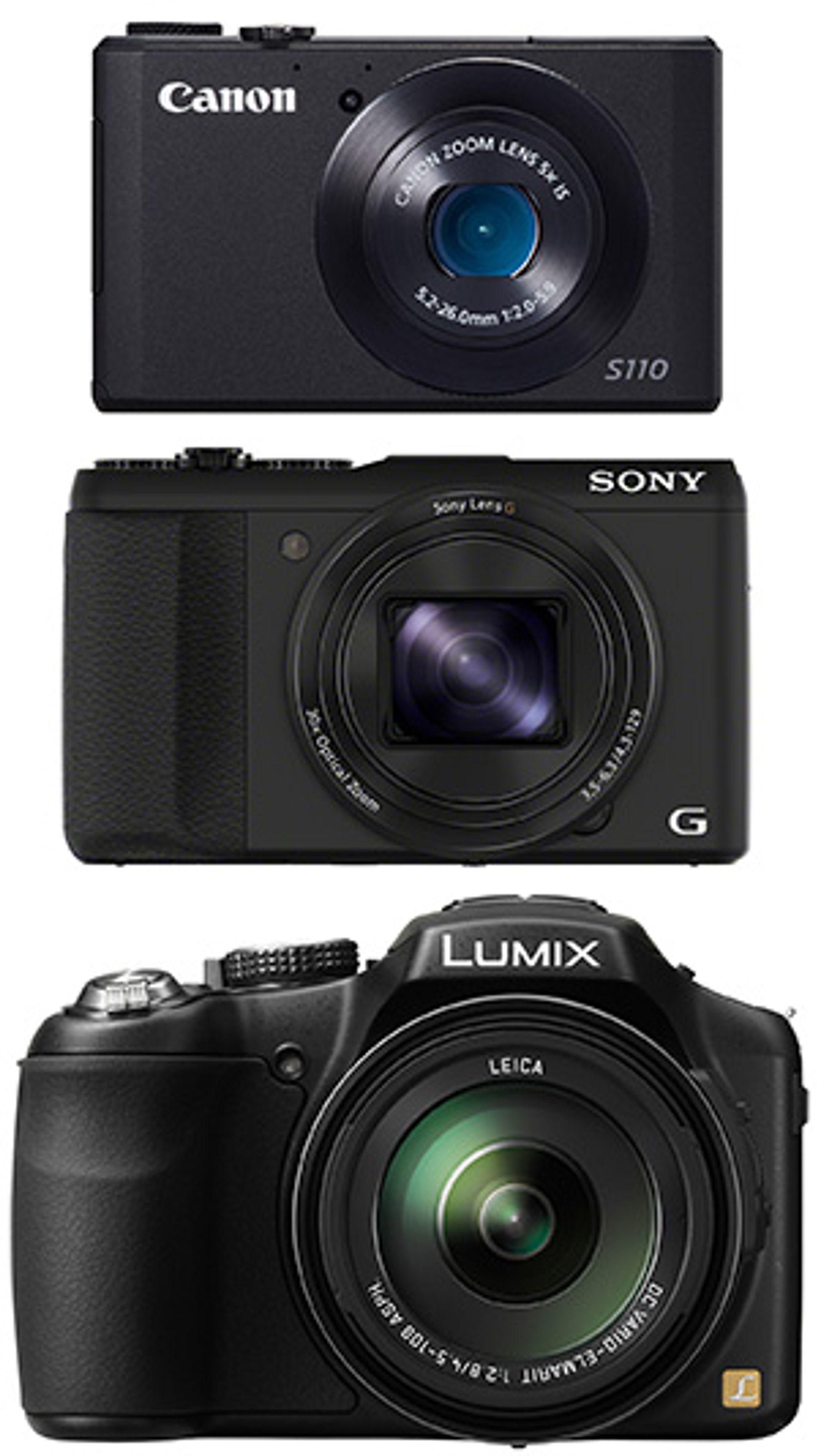 Her vises HX50V (i midten) sammen med Canon Powershot S110 med 5x zoom og Panasonic Lumix DMC-FZ200 med 24x zoom for å illustrere størrelsen.