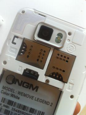 Under bakdekselet finner du plass til to SIM-kort.