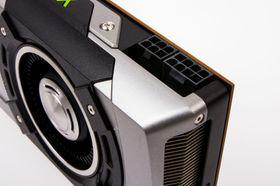 En 4-pins, og en 3-pins PCI-e-strømkontakt, skal fôre GTX 780 med kraft.