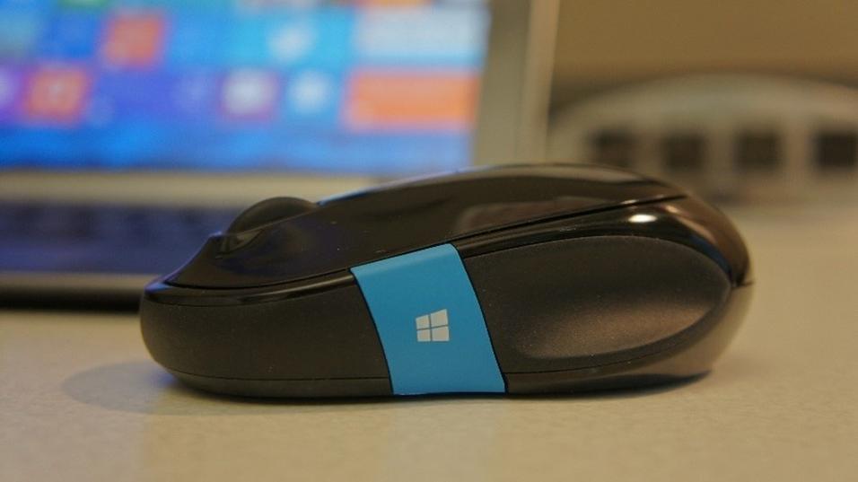 Microsoft Sculpt Comfort Mouse.