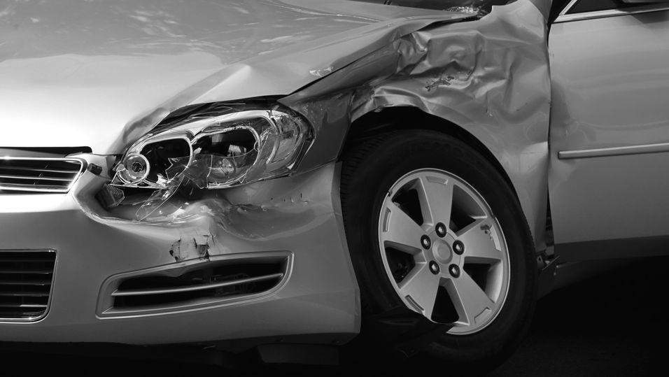 Daimler vil gjøre det enklere for utrykningspersonell å vite hvor de skal skjære seg inn i biler som er smadret til det ugjenkjennelige.