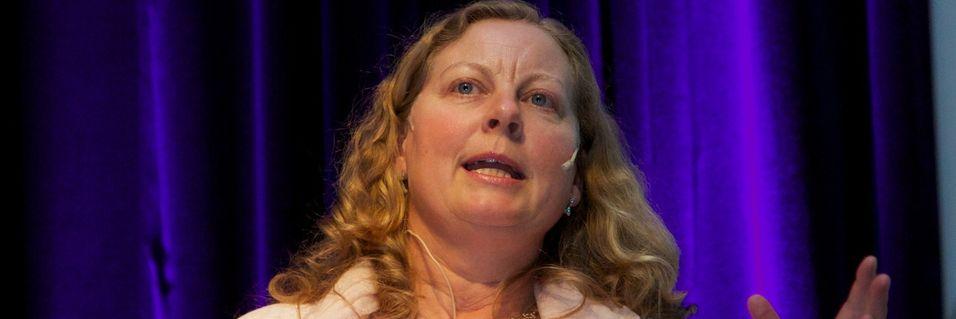 Administrerende direktør Berit Svendsen i Telenor Norge lover fokus på mobildekning der folk befinner seg - også utenfor hjemmet og byene.
