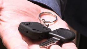 Skulle det knipe, kan låsen også åpnes med en nøkkel.