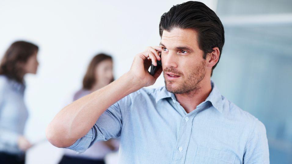 Halvparten av oss vil vurdere å slutte i jobben hvis vi ikke får bruke vår personlige mobiltelefon, viser undersøkelse.