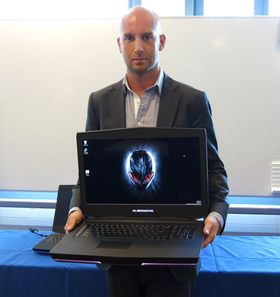 Philip Eide i Dell viser frem den nye Alienware 18.