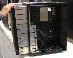 PC-D600 kan fjerne hele brønnefronten for å enklere komme til.