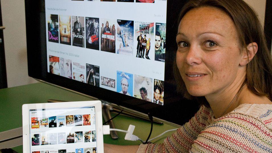 Leder for Comoyos film- og tv-satsing, Karianne Melleby, viser frem View.