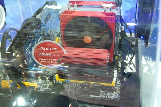 Apacer kjørte demo med minnemoduler på 3200 MHz.