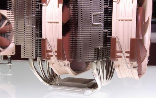 Noctua har frest bort en liten del av alle kjølerne sine, for bedre plass til minnemodulene.