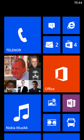 Hjemskjermen i Windows Phone 8.