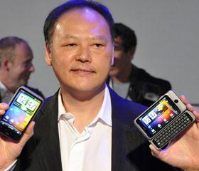 Bedre tider: For to og et halvt år siden hadde Peter Chou og HTC hatt storsuksess med Desire og Nexus One. Her fra lanseringen av oppfølgerne; Desire HD og Desire Z. .