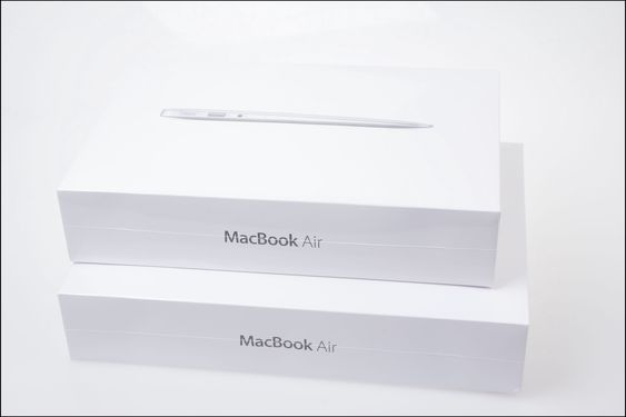 To stykk MacBook Air.