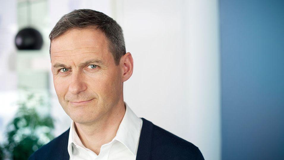 Fagdirektør Jo Gjedrem i Forbrukerombudet vil at Telenor skal endre vilkårene i sine betalingstjenester.