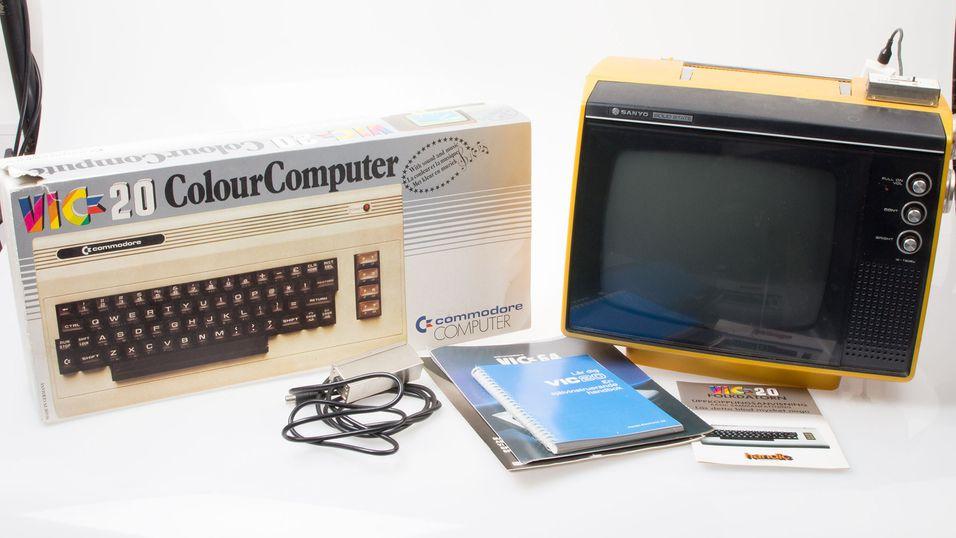 UNBOXING: Vi pakker opp en Commodore fra 80-tallet