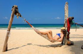 For mange er det toppen av lykke å nyte solen i fred og ro på en eksotisk strand.