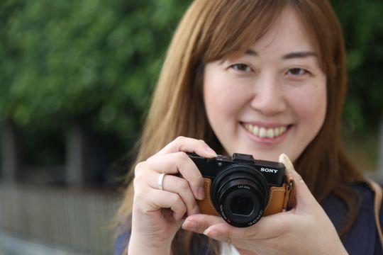 En av Sonys utsendte med RX100 Mark 2.