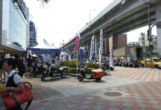 Ved siden av metroen er scooter det store i Taipei. De fleste synes nemlig det er for varmt å sykle.