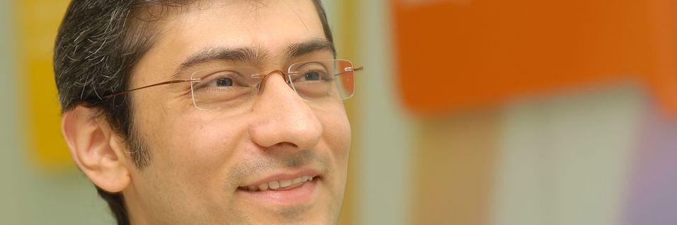 Toppsjef Rajeev Suri i Nokia Networks har solgt mobiltelefonvirksomheten til Microsoft og bruker nå pengene derfra til å kjøpe konkurrenten Alcatel-Lucent.