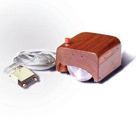 Bill English designet den første musprototypen basert på Engelbarts tegninger.