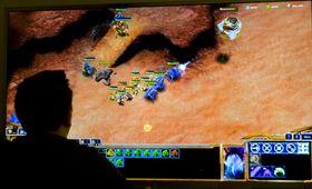 Starcraft 2 ser grisefett ut, men fungerer dårlig på denne avstanden.