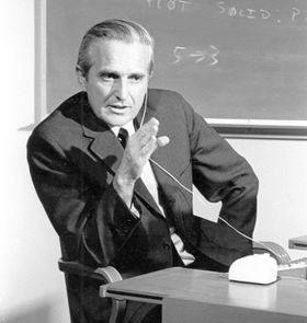 Duglas Engelbart fotografert i 1968, året da datamusen ble laget.