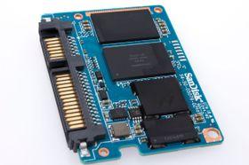 En firekanalers Marvell 88SS9175-kontroller sørger for at data skrives, slettes og leses av på riktig sted.