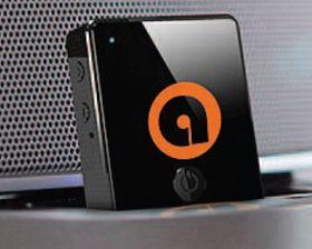 Auris-pluggen koster like under 400 kroner. Den gir bedre lyd, har oppladbart batteri og kan brukses som konferansetelefon når den er koblet til en dokk.
