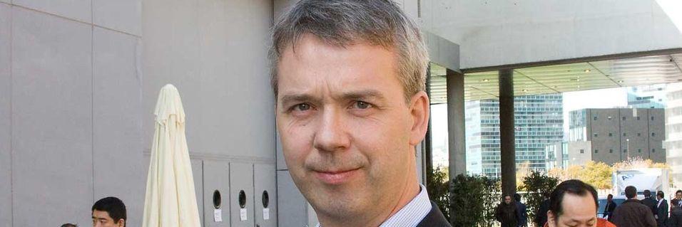 Kommunikasjonsdirektør Glenn Mandelid i Telenor Asia forteller at Uninor ikke søker på subsidier knyttet til utbygging i grenseområdene i India.