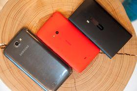 Selv om Lumia 625 har den største skjermen Nokia så langt har lansert, er den ikke så veldig stor ved siden av Samsungs Galaxy Note II.