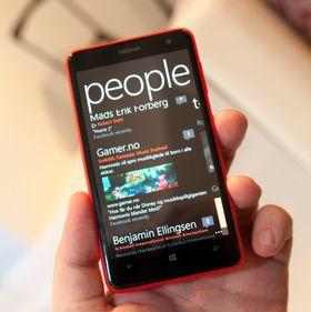 Som alle Windows-telefoner er Lumia 625 tungt integrert i sosiale medier.